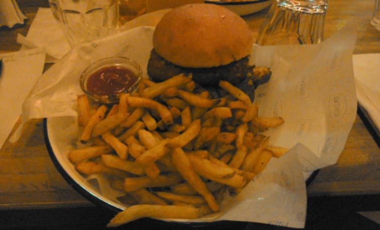 frites et burger végétarien de maison burger