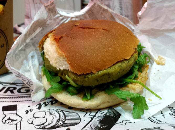 burger végétarien avec galette verte