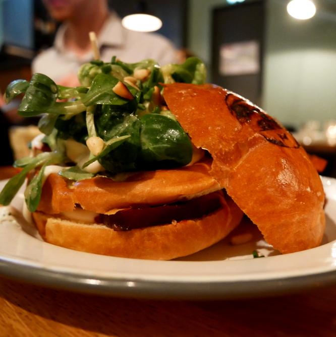 burger végé de l'atelier saint-georges, présentation de base